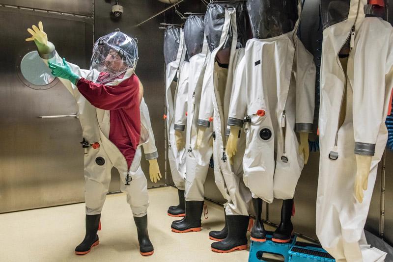 Đồ bảo hộ an toàn trong phòng thí nghiệm cấp 4